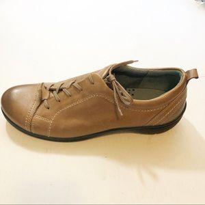 Men's Ecco comfort foam leather sneakers NWOB 34